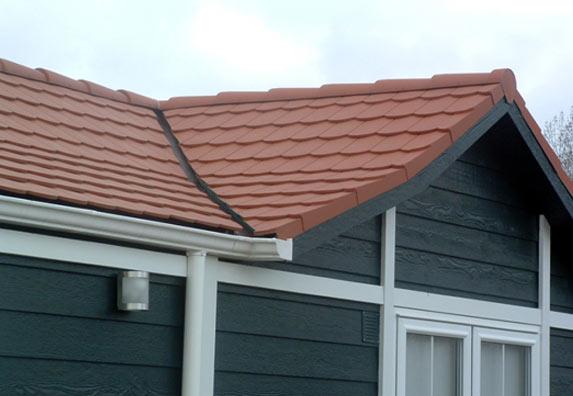 Undichtes dach gartenhaus erneuern - Gartenhaus dach decken schindeln ...